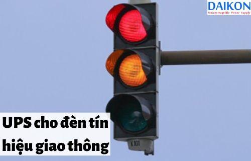 ups-cho-den-tin-hieu-giao-thong